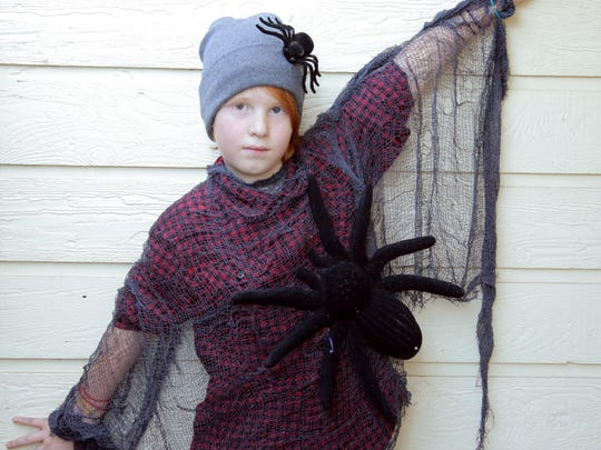 This quick and easy costume is tween-approved and looks cool and creepy with a minimum of work.
