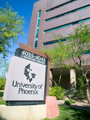 Sen. Richard Durbin sent a letter Wednesday to Defense Secretary Ashton Carter asking for an investigation into the tactics used by the University of Phoenix to recruit soldiers and veterans to become students.