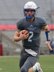 Brookfield Central Drew Leszczynski runs 20 yards for a touchdown in the state title game.