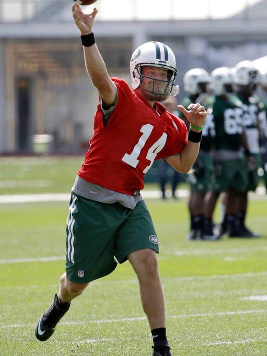 New York Jets quarterback Ryan Fitzpatrick throws a pass during NFL football training camp, Thursday, July 28, 2016, in Florham Park, N.J. (AP Photo/Julio Cortez)