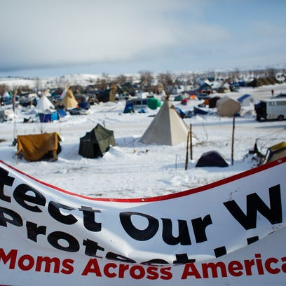 Winter blast pushes hundreds to leave anti-pipeline camp