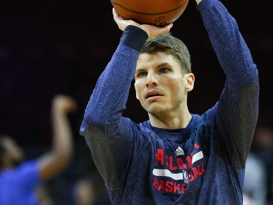 Atlanta Hawks guard Kyle Korver (26) warms up before
