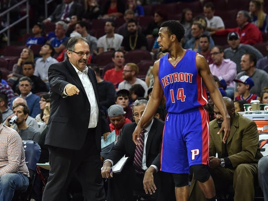 Pistons head coach Stan Van Gundy talks to Pistons guard Ish Smith (14) during the first quarter of the Pistons' 97-76 exhibition win Saturday in Philadelphia.