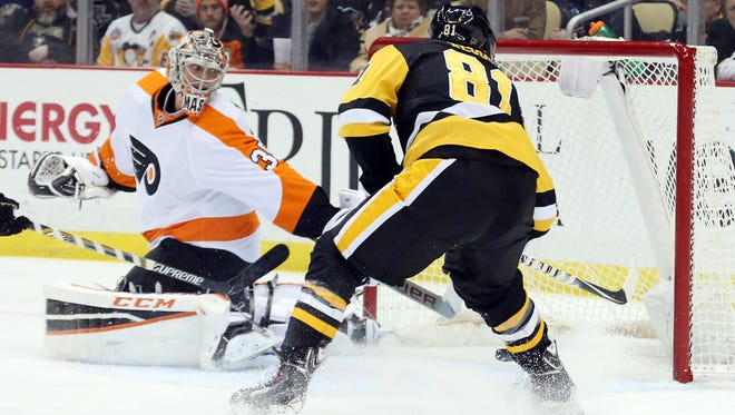 Phil Kessel had two goals as the Flyers' winning streak over Pittsburgh was snapped Thursday night.