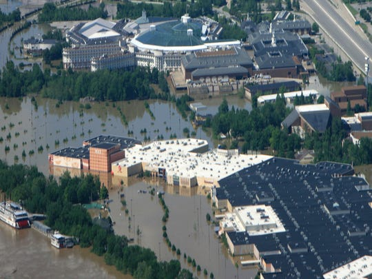 Opry Mills Mall faces rising floodwaters on May 3,