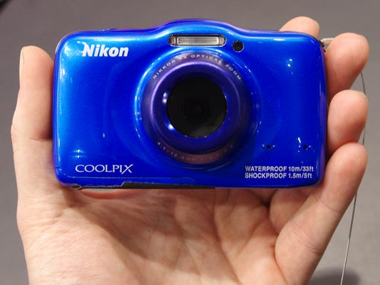 Nikon-S32-Front