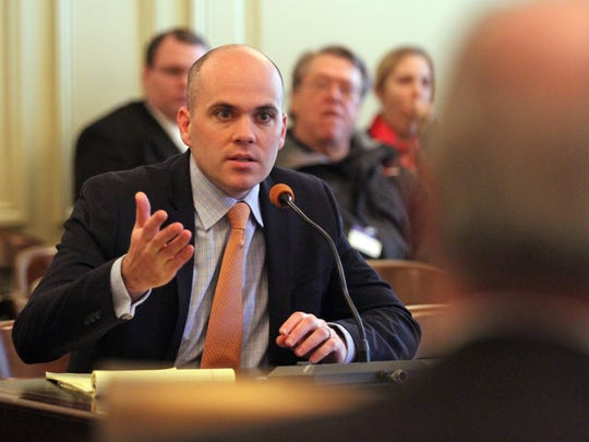 Alexander Shalom, attorney with the ACLU, voices his approval of Barnes' pending legislation (S-1236) as Senate Law and Public Safety Committee meets, January 15 2015 in Trenton NJ. Kathy Johnson/staff photographer BRI EST 0116 Edison Internal Affairs