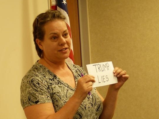 Katherine Andersen shows how she plans to use cue cards