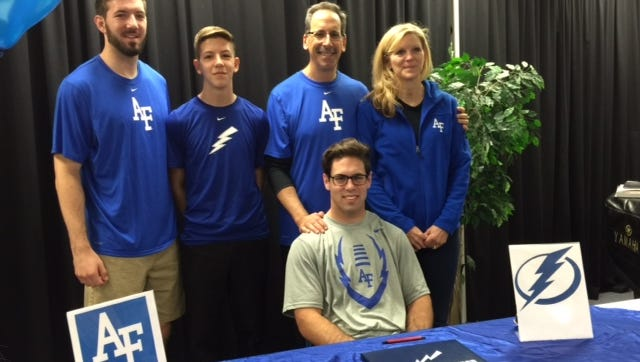 ECS senior Carson Pearlman signed his national letter of intent on Wednesday to join the United States Air Force Academy.