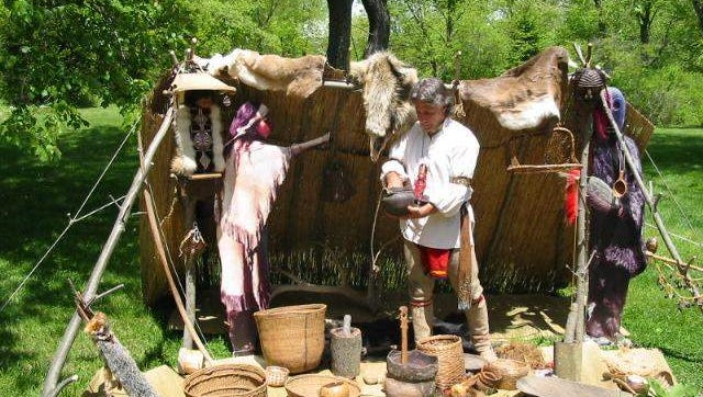 John Kraft displays Lenape-Delaware artifacts