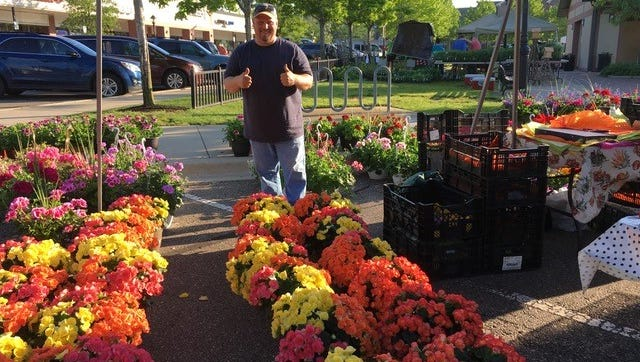 Fine art and flowers share center stage in downtown Farmington this weekend.