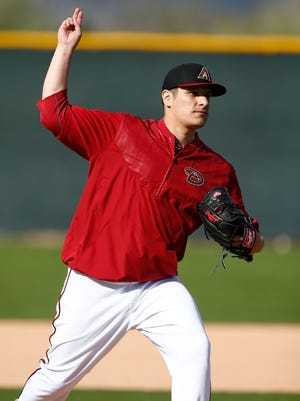 Arizona Diamondbacks pitcher David Hernandez makes a mock throw during spring training practice on Tuesday, Feb. 24, 2015, at Salt River Fields at Talking Stick.