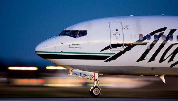 Naked man taken off flight after stripping in plane