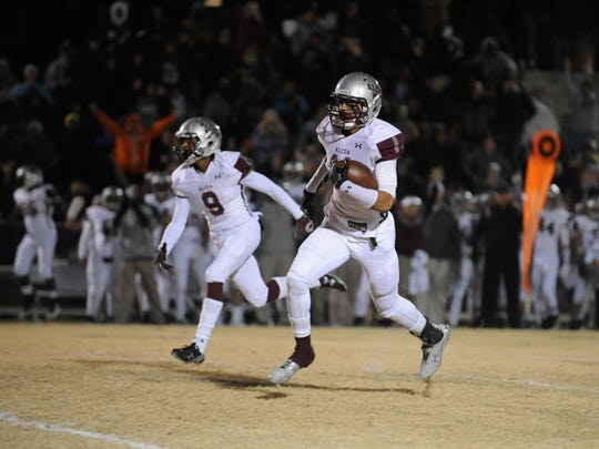 Alcoa's Tykee Ogle-Kellogg runs for a touchdown in