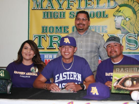 Mayfield's Zerek Saenz signed to play baseball at Eastern