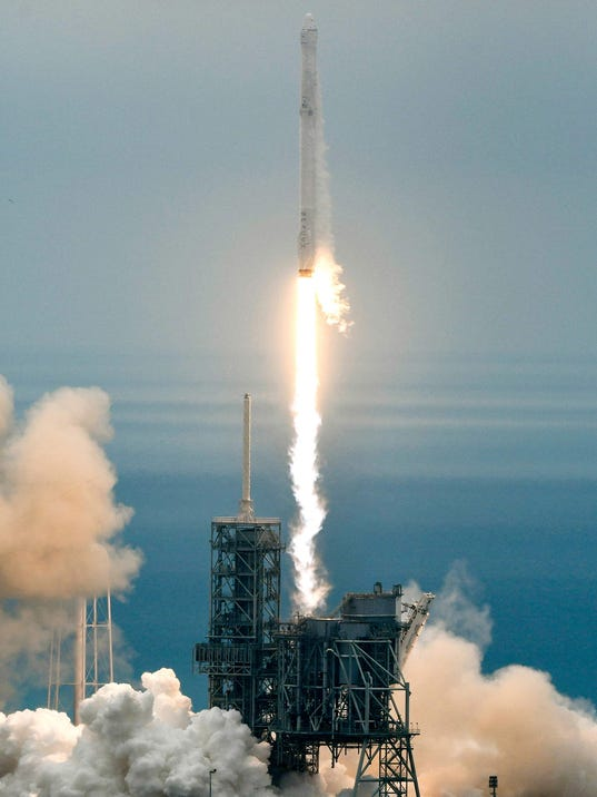 Spacex cargo ship scrapped docking at space station for Space station usa