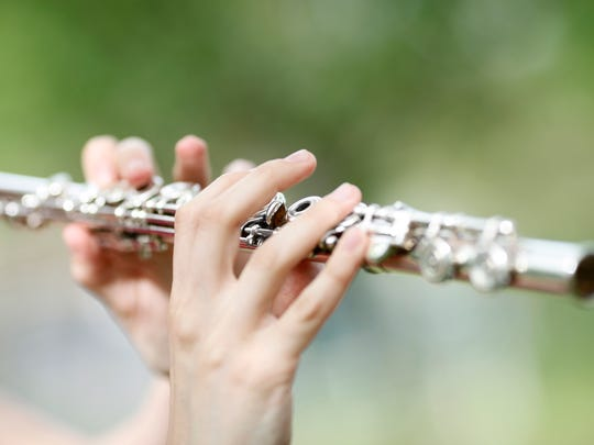 A romantic walk... Flute filling your ears... Sounds dreamy to me! Grab your sweetheart and go to the Valentine's Weekend Live Music Saturday Flute Serenade & Sunday Love Songs on Feb. 10-11.