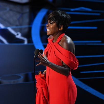 Viola Davis accepts the Oscar for supporting actress