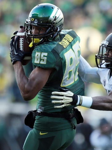Oregon wide receiver Dwayne Stanford (85) looks for