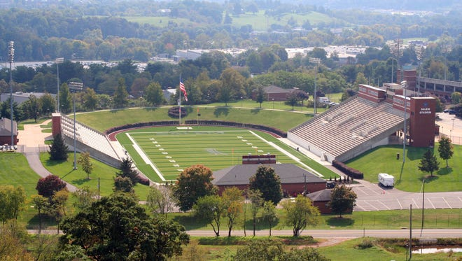 Riverheads and Robert E. Lee will both try to win state football titles in Salem Football Stadium this Saturday. The stadium opened in August, 1985.