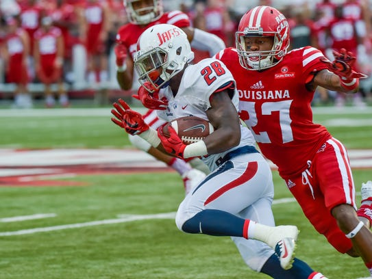 Lavarious Varnado making a tackle as the Cajuns host