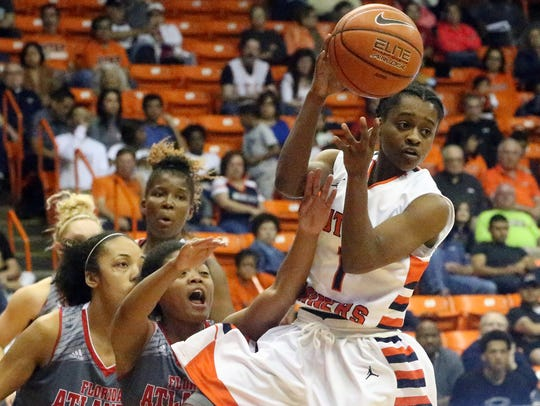 UTEP's Starr Breedlove finds a teammate to pass the
