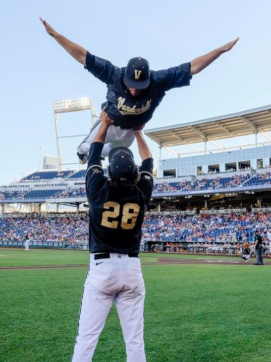 CWS Texas Vanderbilt Baseball (3)