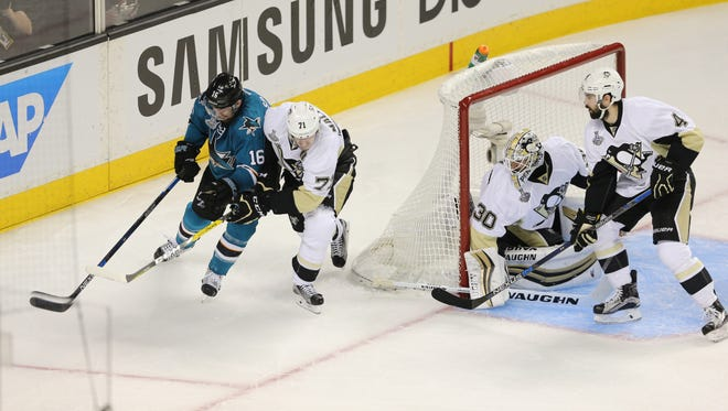 Pittsburgh Penguins goalie uses the RVH method as he eyes the puck from the back of the net.