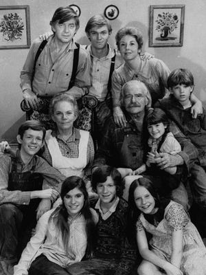 "A 1975 photo of the cast of the television series ""The Waltons"", including Richard Thomas (top row, center) and Michael Learned (top row, right). (AP Photo)"