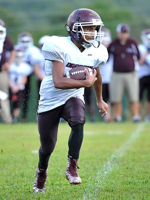 Dakota Owens scored on a pair of rushing touchdowns for Dickson Middle at Lewisburg Thursday.