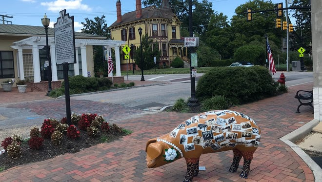 A decorative Smithfield pig. Smithfield Foods and Dominion are working together to convert pig manure into power in 2019.