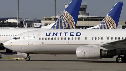 Technical glitch grounds United Airlines.