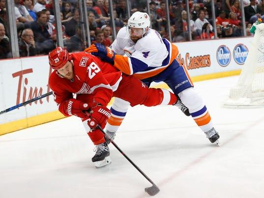 636233099618354722-AP-Islanders-Red-Wings-Hocke-6-.jpg