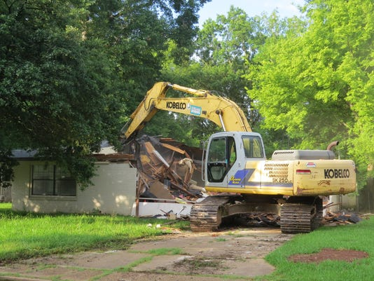 635709454512663124-Greenway-demolition-photo-from-Carrie