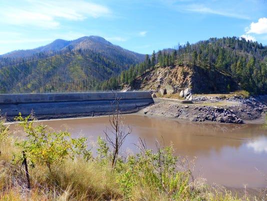 Bonito Dam exposed above the sediment