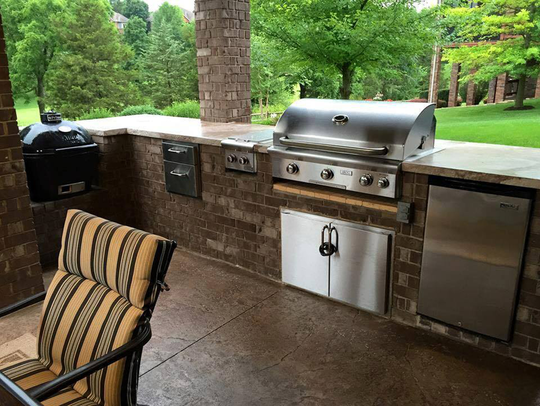 If budget allows, an outdoor kitchen is a luxurious