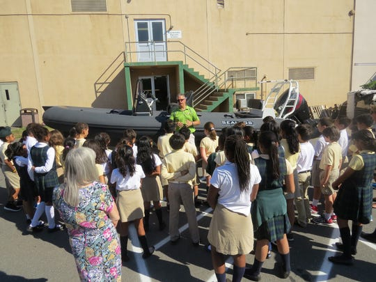 Wardlaw-Hartridge students learn about Amphibious Craft