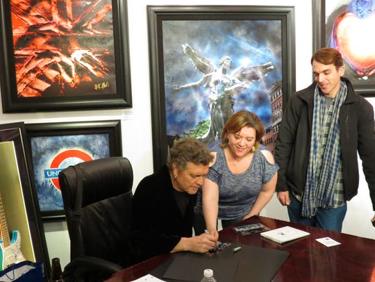 Rick Allen signs photos for his fans Theresa and Nate