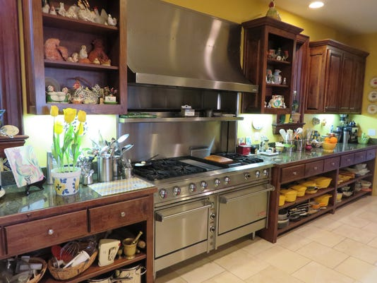 636208637931471978-Celia-Casey-s-clean-and-organized-kitchen.JPG