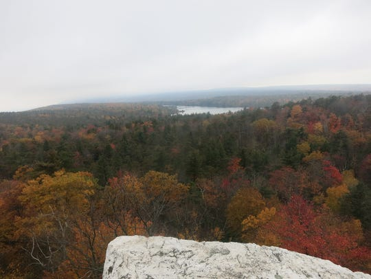 A panoramic view from the Rainbow Falls Trail, with