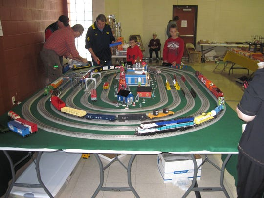 Evansville Train Show Club will sponsor a model train show Saturday.