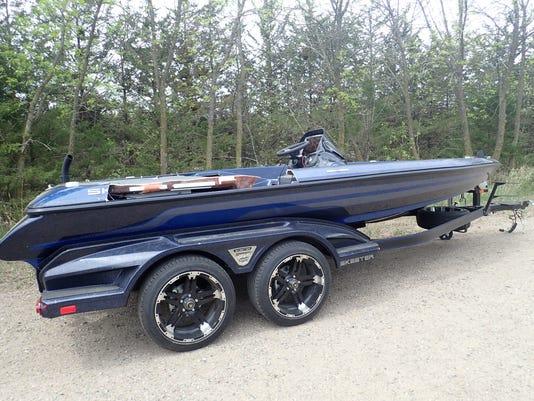 636626757290416103-18005638-Stolen-boat.jpg