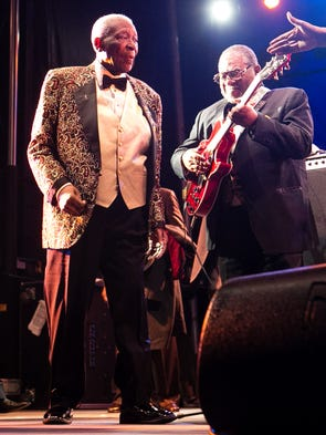 life and music of b b king as a blues singer and guitarist Legendary guitarist bb king died thursday at home in las vegas  according to his attorney king brought mississippi delta blues to the mainstream with his hit 1970 version of the thrill is.
