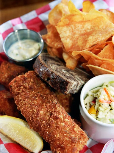 7 takes on friday fish fry for Best fish fry in milwaukee