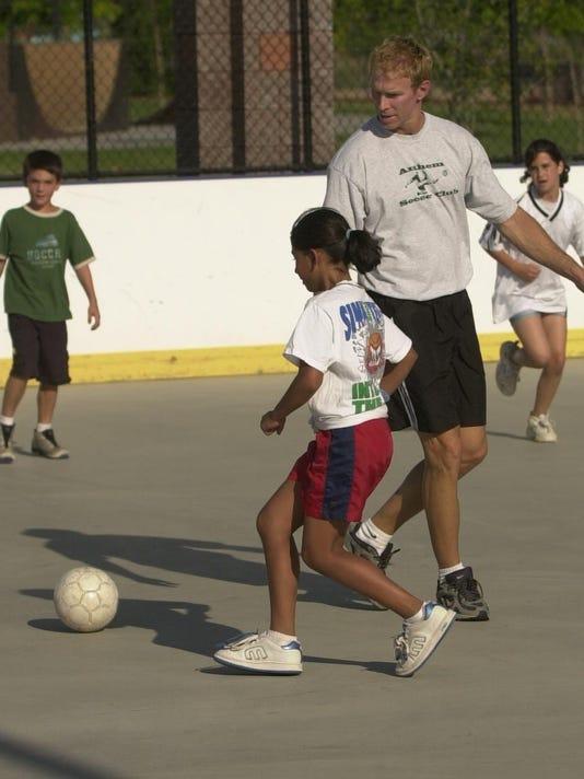 -soccer1.jpg_20030528.jpg