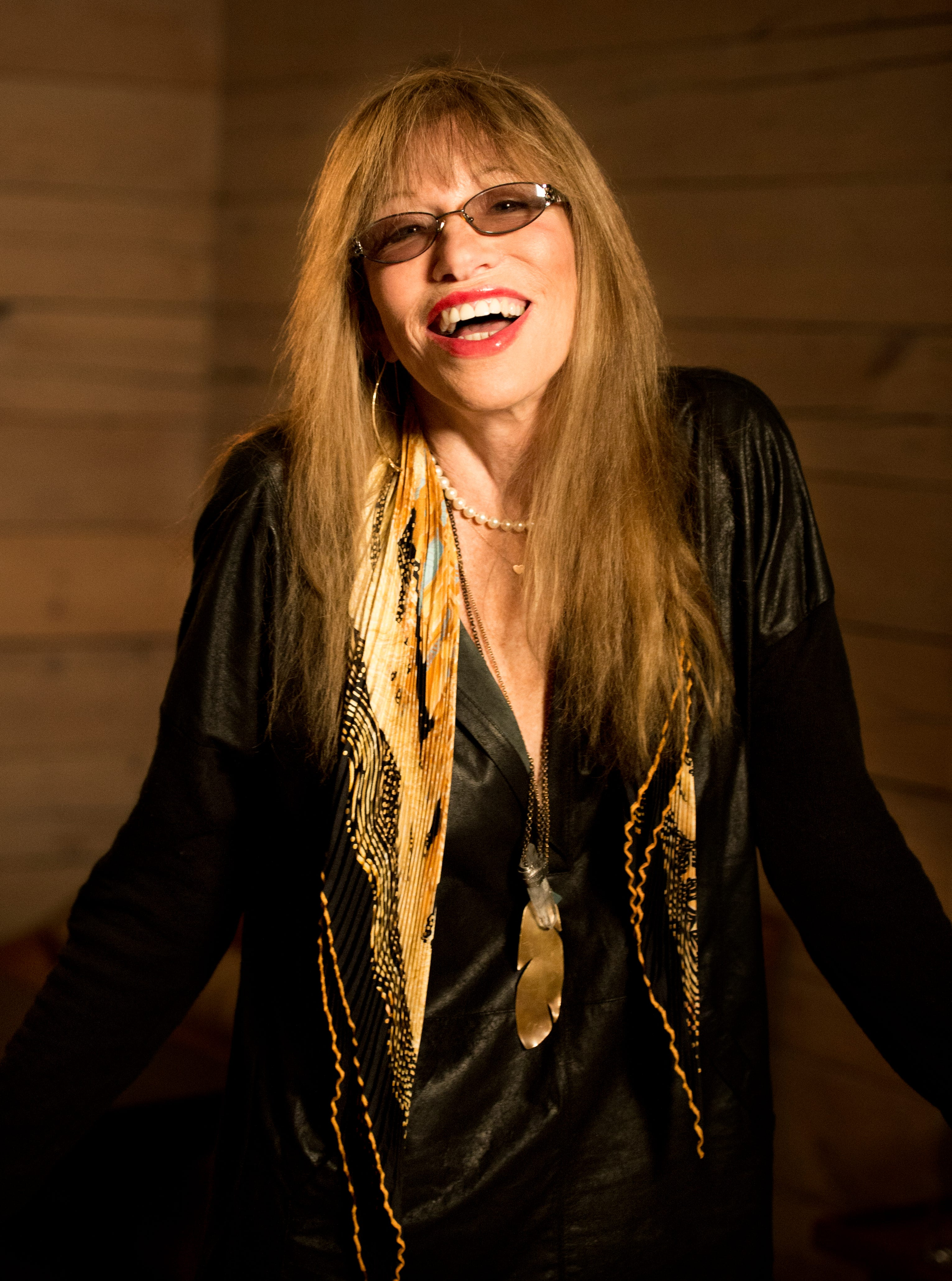 Is carly simon dating anyone