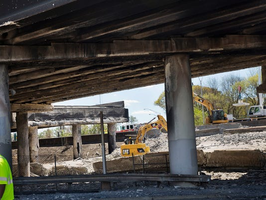 overpass_collapse_040317