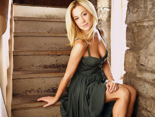 Country music star Kellie Pickler