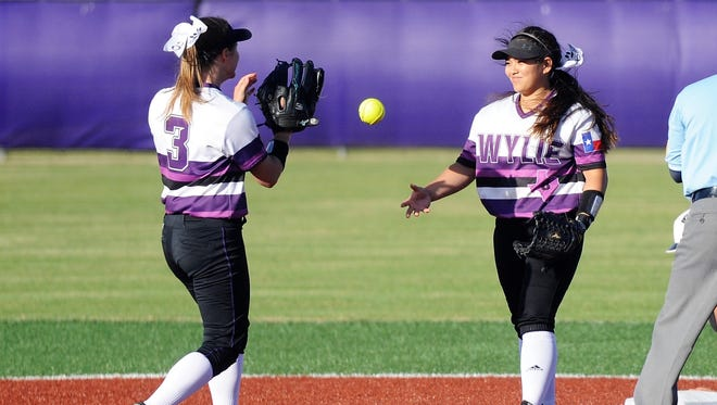 Wylie second baseman Halle Arbilera (8), right, tosses the ball back to pitcher Kaylee Philipp (3) after the first out of the seventh inning during the Lady Bulldogs' 3-1 win against Big Spring on Tuesday, April 3, 2018.