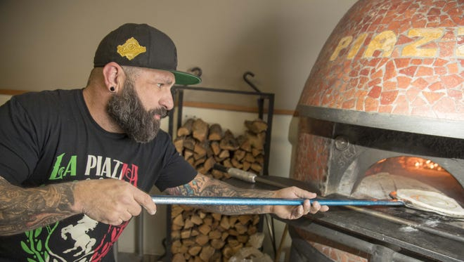 Justin Piazza demonstrates how he makes his pizzas at La Piazza Al Forno, which has been drawing rave reviews in downtown Glendale for more than a decade.